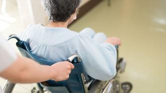 高齢者の「医療費負担」は来年度から重くなる