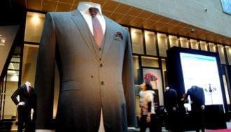 """おじさんのスーツは、なぜ""""ダボダボ""""か?"""