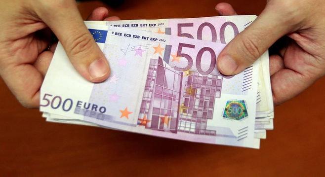 大量の500ユーロ紙幣でトイレが詰まった!