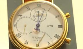 文字盤に銘柄情報が現れる「株価時計」とは?