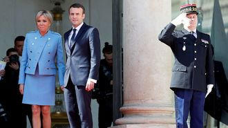 フランスが4万円スーツの大統領にお熱の訳