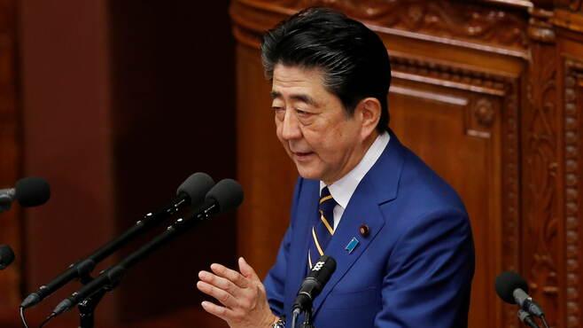 いきなり休校要請した安倍首相「時代錯誤」感