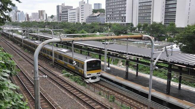 「飯田橋駅」ホーム移設、急カーブ消え危険解消