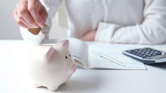 「お金が貯まらない人」が見直したい5つの支出