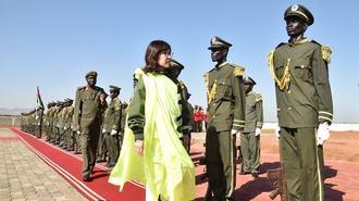 稲田防衛相も視察した南スーダンPKOの苦渋