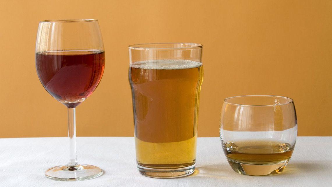 お酒は少量なら健康に良い」はウ...