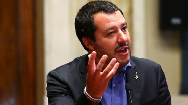 イタリアは「ユーロ離脱」を問うべきでない