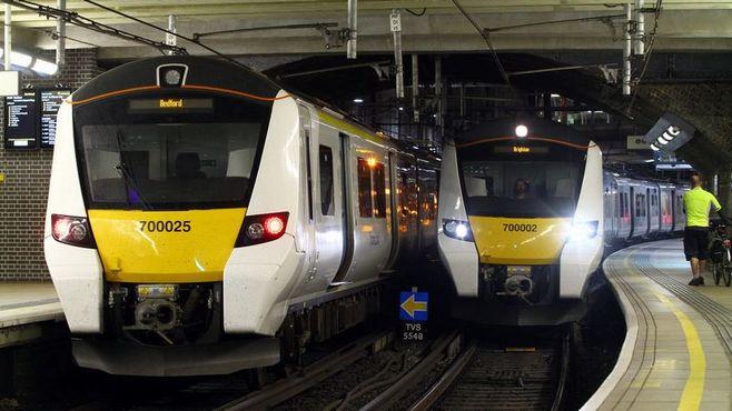 シーメンス、英国「鉄道新工場」で日立と激突