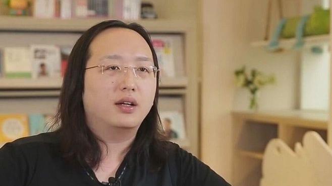中卒で性転換者、台湾「異例の新閣僚」の正体