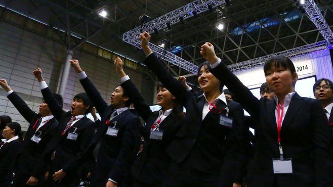 日本社会に今なお巣くう「同期」という病魔