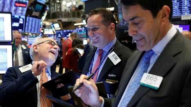 株価が下落した時、個人投資家がとるべき行動