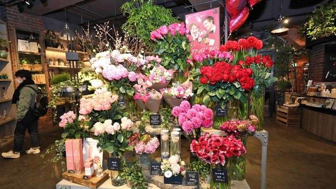 女性に花を贈る?バレンタイン新風習の実態