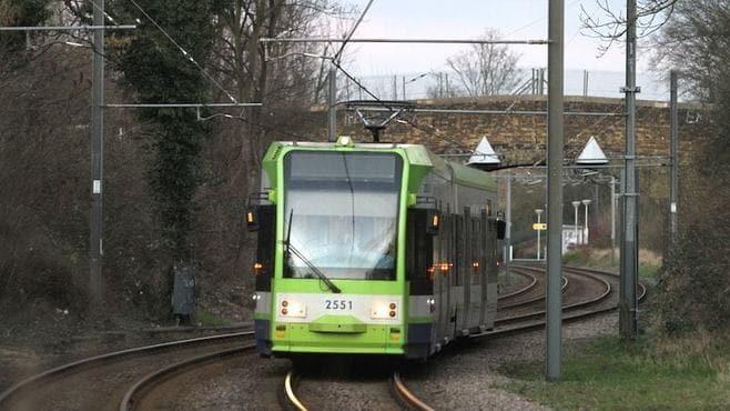英国路面電車の「脱線事故」はなぜ起きたのか