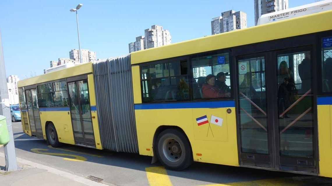 ベオグラードを走る日本のバスが...