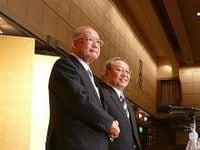 新日本石油と新日鉱ホールディングスが09年10月統合、設備過剰是正で石油製品事業の収益改善狙う