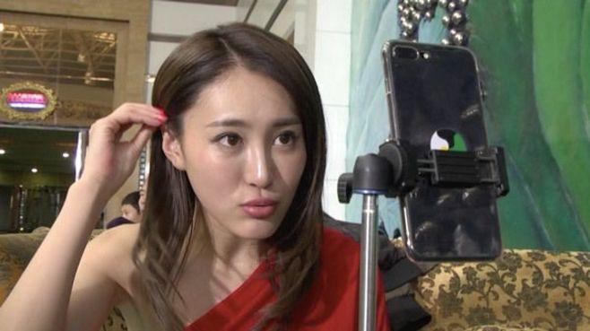 28歳女優が私生活をネットに生中継するワケ
