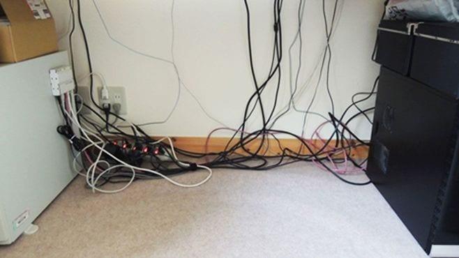 PC周りをスッキリさせるケーブル収納のワザ