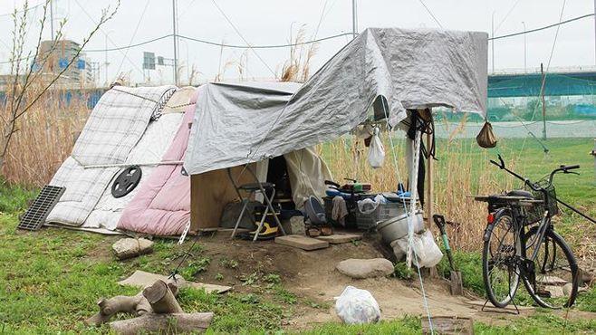東京のホームレスは今晩どこで眠りにつくのか