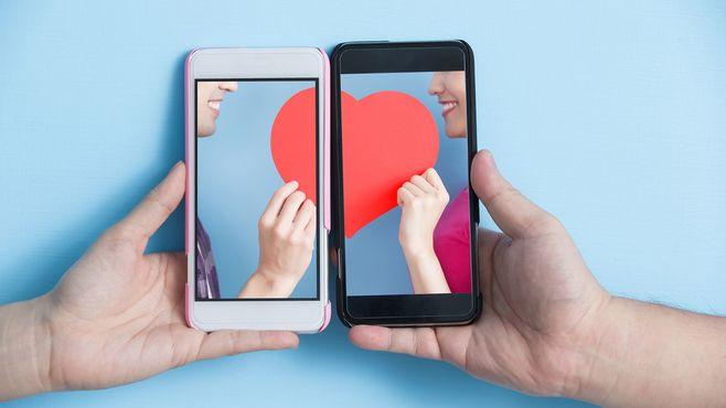 恋愛アプリに熱中する男女が直面する光と影