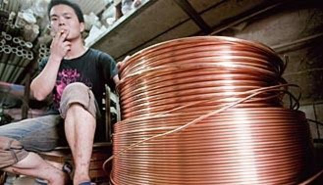"""銅価格が急落、中国から広がる""""赤い""""不安"""