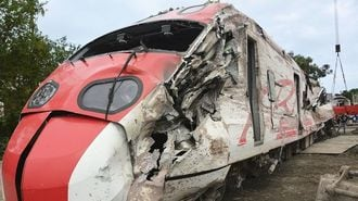 台湾脱線車両「設計ミス」、海外で相次ぐ失態