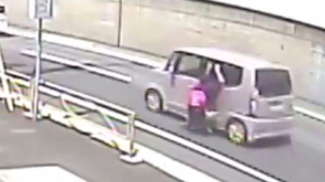 男性を車で1.5キロ引きずった22歳男ら逮捕
