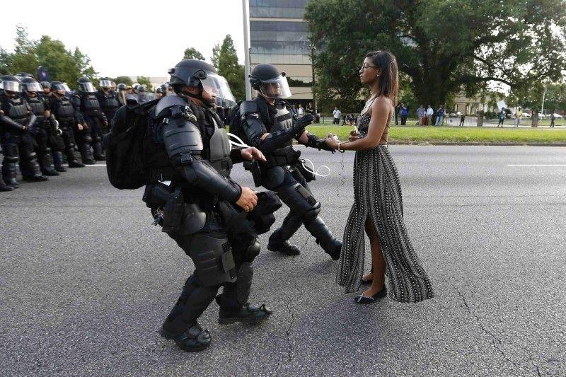 黒人射殺抗議で反響呼んだ女性が心境を吐露 | ロイター | 東洋経済 ...