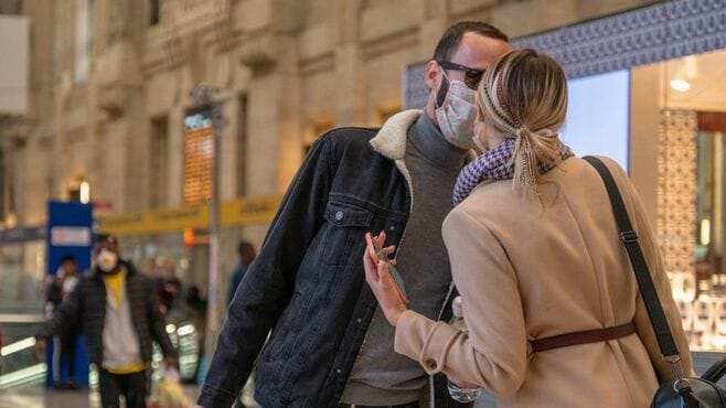 新型コロナ、国際列車が運ぶ「地続き」欧州の危機