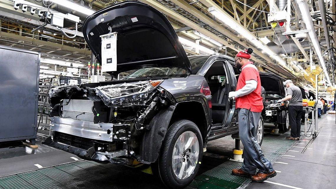 工場 休み トヨタ トヨタで死んだ 30歳過労死社員の妻は語る(2)