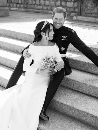 英ヘンリー王子夫妻、公式の婚礼写真3枚公開