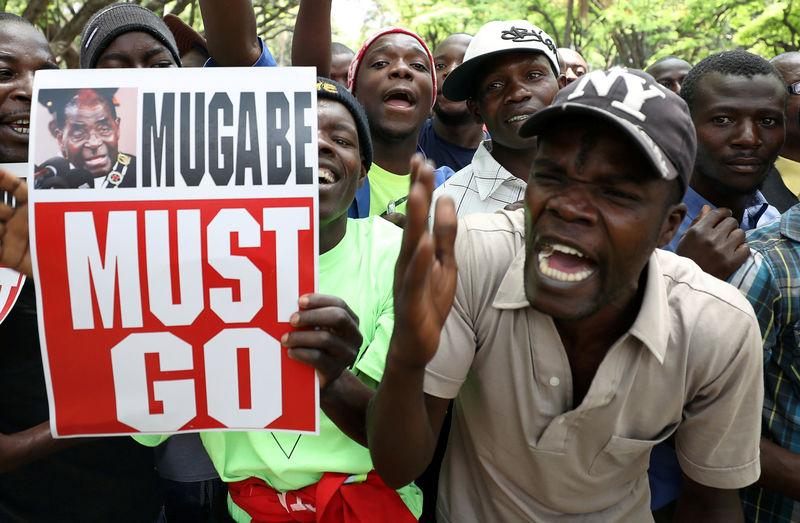 ジンバブエのムガベ大統領、つい...