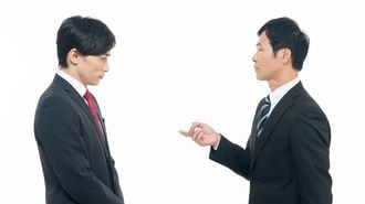 上司vs.若者「メール送った」と言うのは必要か