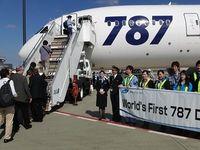 全日空、世界初のB787営業フライトが無事完了、航空券のオークション最高落札額は262万円