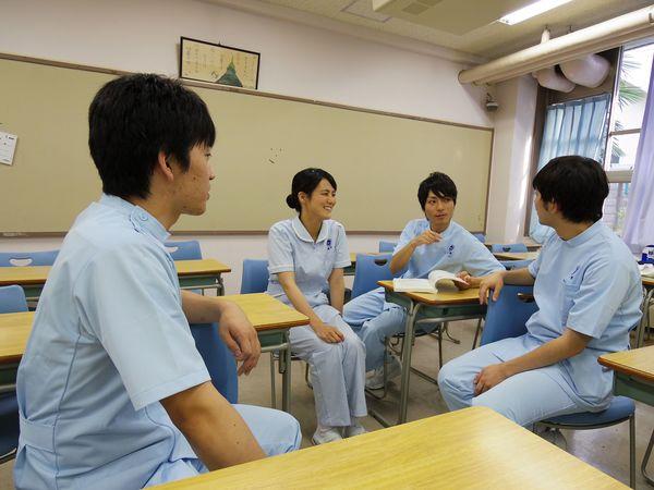 最強資格!30代からでも「看護師」になれる | WORK AGAIN | 東洋経済 ...