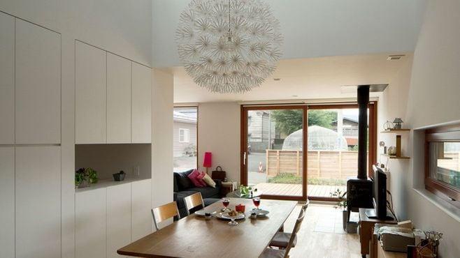 なぜ日本の住宅は「本物」の木を使わないのか
