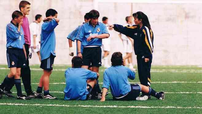 スペイン初「日本女性サッカー監督」怒涛の人生