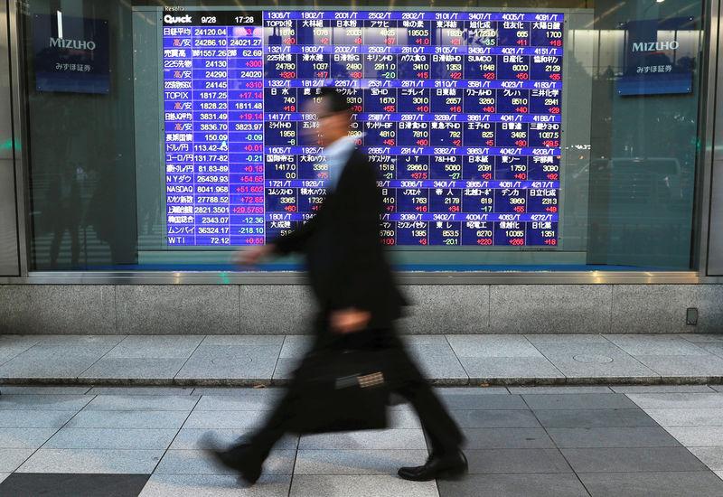 日経平均株価は3日続落、銀行株は...