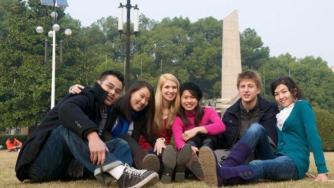 流行の「国際教養系学部」は就職に強いのか