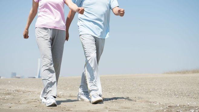 間違った歩き方と靴の選び方が不健康を招く