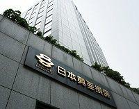 揺れる日本興亜損保、大株主、OBが批判