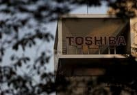 Investors Flee Toshiba as Hopes Fade for Quick Scandal Closure