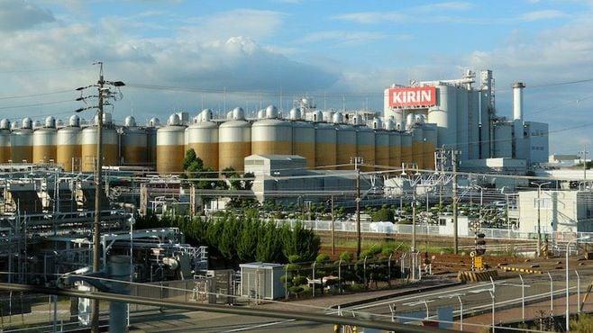 新幹線沿い「巨大ビール」が映す美味い仕掛け