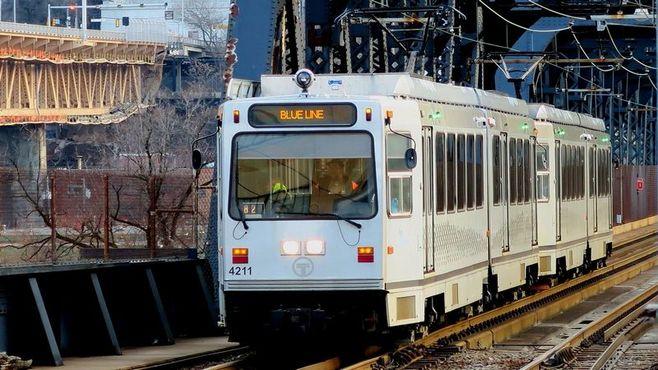 「クルマ王国」米国で進化した路面電車の実力