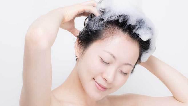 「ノーシャンプー」生活は頭皮や髪に効くのか