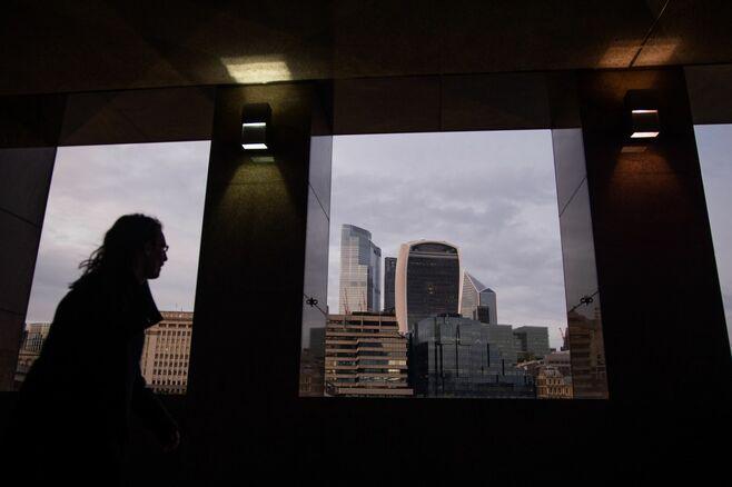 「凡庸な」男性管理職が金融業界で女性進出阻む