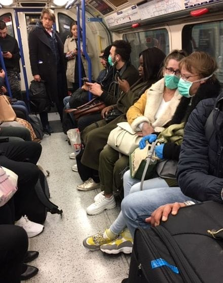 コロナ 満員 電車