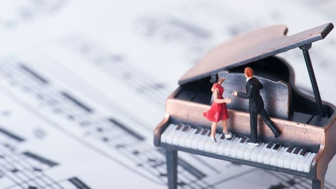 ドイツの10代は「初恋人」を社交ダンスで作る