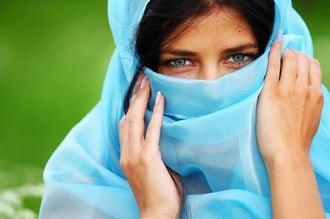 日本はイスラームの「性差別」を責められるか