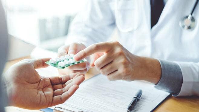 心を病む人を「薬漬け」にする精神医療への懐疑