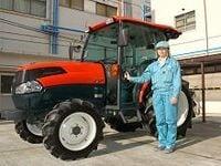 《NEWS@もっと!関西》高性能エアコン、CDプレイヤーまで標準装備-- 世界一進化する日本の農業用トラクター
